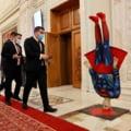"""""""Superman căzut în cap"""" pe holul din Parlament. Decorul instalat de PSD în ziua moțiunii de cenzură"""