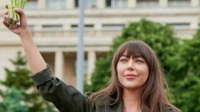 """""""Vedeta"""" Oana Lovin, somată în unanimitate de CNA pentru o emisiune """"ca o bârfa la colţul străzii"""""""