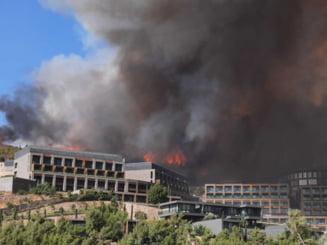 Încă un incendiu de proporții a izbucnit în stațiunea turcă Bodrum. Toți turiștii și locuitorii orașului au fost evacuați VIDEO