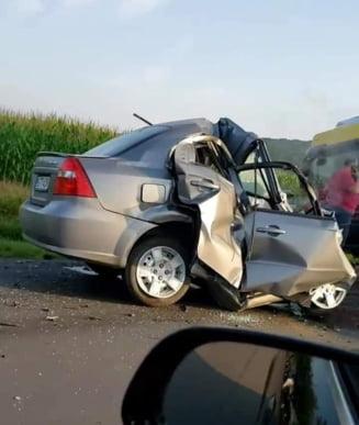 Șoferiță de 21 de ani ucisă într-o depășire greșită. Ce-a rămas din mașina tinerei după impactul frontal cu un TIR VIDEO