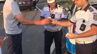 """Șoferi în drum spre mare, opriți în serie de polițiști. """"Cine refuză o cafea, mai ales la drum lung?"""""""