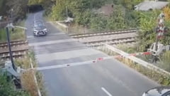 Șoferul care a rupt barierele de cale ferată de la Brănești s-a răsturnat cu mașina o oră mai târziu. Autoturismul este distrus