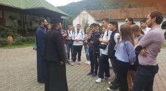 """""""Arta, Cultura, Spiritualitate"""" - scoala de vara pentru elevi din Craiova si Rm. Valcea"""