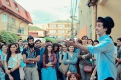 Flori de colt: Turism la pas prin Bucuresti - tinerii care spun povestile nestiute ale orasului