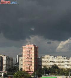 Fotografia zilei: Spectacol pe cerul Capitalei