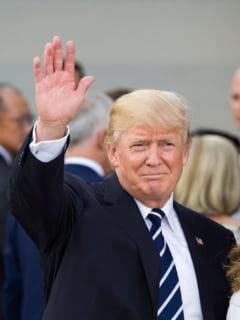 Fotografia zilei: Trump, ritual religios in Biroul Oval