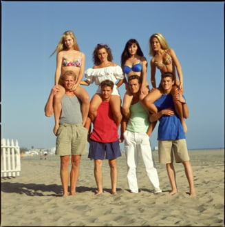 """Beverly Hills, 90210"" revine la TV cu multi actori din distributia originala"
