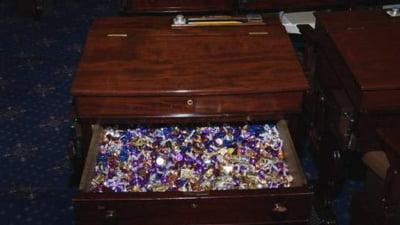 """""""Biroul cu bomboane"""", arma secretă a senatorilor americani în timpul dezbaterilor maraton"""