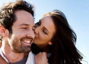 """""""Boala sarutului"""", mai riscanta la varsta adulta"""