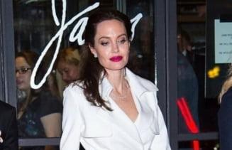 """""""Bomba"""" la Hollywood: Angelina Jolie, in vizita la locuinta fostului sot, cu o sticla de vin. Se reface cuplul?"""