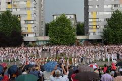 """""""Calusul Romanesc"""" de la Slatina, editie aniversara. Dansuri populare din toate zonele tarii, intr-un tablou coregrafic pe esplanada"""