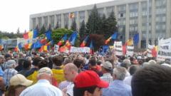 """Chisinau si Bucuresti-doua inimi romanesti!"" - 25.000 de oameni cer unirea in strada LIVE"