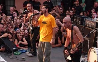 """""""Chop Suey!"""", single-ul System Of A Down, devine prima piesa metal care a ajuns la 1 miliard de vizualizari pe Youtube"""