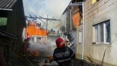(FOTO) Incendiu puternic la anexele unei gospodarii din comuna Salva