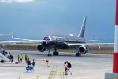 (FOTO) Un avion de lux cu turisti care se afla intr-un sejur exclusivist ce include si Bucovina, a aterizat pe Aeroportul Suceava