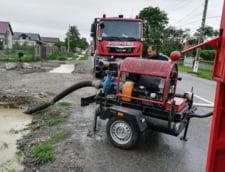 (Foto & Video) Potop in Bucuresti: 21 de copaci si doi stalpi au cazut, 13 masini avariate, canalizarea nu a facut fata - UPDATE