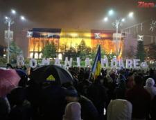 (Foto&Video) Protest la targul de Craciun din fata Guvernului: De Sarbatori nu vrem infractori! Firea, nu uita, asta nu e piata ta!