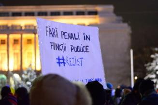 "(Galerie foto & video) A 12-a zi de protest pe ger: ""No more Victoria's secrets! Rezistam! Demisia!"""