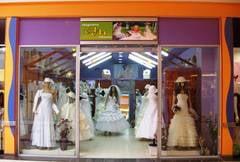 """""""HM Mireasa"""" - primul magazin cu articole de nunti si botezuri din Shopping City Suceava"""