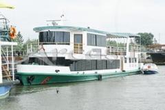 """""""Hotel plutitor"""", marca Camelia Potec"""