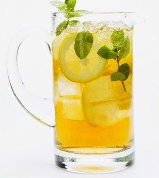 (P) Va faceti limonada, ceai rece sau cuburi de gheata la frigider? Aflati ce apa e bine sa folositi