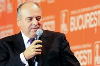 """""""Pinalti"""": Daca ma implicam in alegerile interne, poate nu castiga Predoiu"""