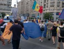 #REZISTam Proteste in Bucuresti si in tara, in ciuda unei ploi torentiale