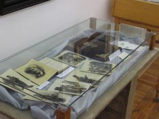 """""""Recitindu-l pe Eminescu"""" / Expozitie de carti la Biblioteca Judeteana """"Panait Istrati"""""""