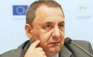 """""""Spagarul"""" de la ANOFM a primit mita intr-o sacosa rosie la intrarea in Alba Iulia"""