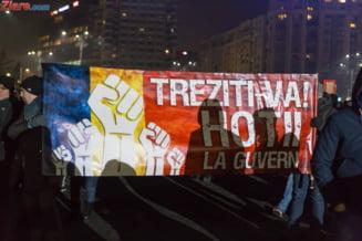 """""""Tineriada"""" continua: Un antreprenor si-a deschis birou in Piata Victoriei, altul le-a facut program flexibil angajatilor ca sa poata protesta"""