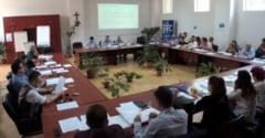 (UPDATE) VIDEO: Sedinta la Consiliul Local Alba Iulia. Rectificare de buget, modernizari de sedii si strazi. Cum se aproba proiectele