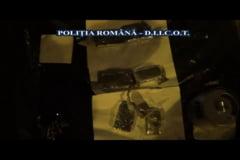 (VIDEO) Un traficant mai putin. Comerciant ce vindea cannabis in Caras-Severin prins cu marfa ascunsa in portbagajul masinii