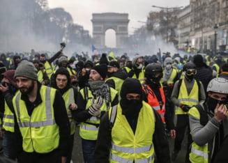 """""""Vestele Galbene"""", noi proteste la Paris: UPDATE Politia a aruncat cu gaze lacrimogene in multime"""