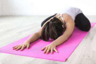 10 minute pentru sanatate: 10 exercitii, de facut la birou sau acasa, pentru o mai buna mobilitate