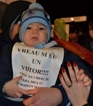 A cincea zi de proteste: Mii de oameni si-au strigat nemultumirile in aproape toata tara
