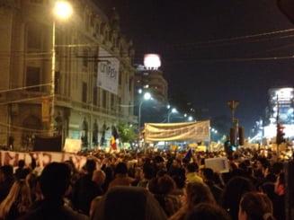 "A treia zi de proteste, in toata tara - ""Romania, trezeste-te!"", ""Singura solutie, inca o revolutie!"" (Galerie foto&video)"