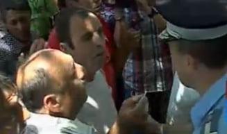 Alegeri Calarasi 2012: Bataie si scandal la sectia de votare, jandarmii nu fac fata