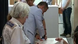 Alegeri Locale 2012: Gigi Becali a votat la vedere, pe masa comisiei! (Video)