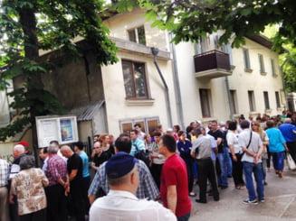 Alegeri europarlamentare: Sute de oameni nu au reusit sa voteze in R. Moldova