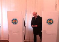 Alegeri in Moldova: Basescu a votat - A fost intampinat de oameni care strigau Basarabia e Romania (Video)