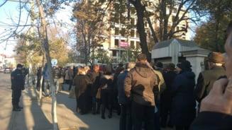 Alegeri prezidentiale 2014: Cozi uriase la vot, in Chisinau (Foto)