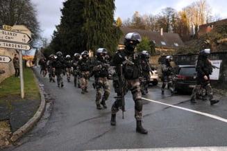 Atentate la Paris: Politia mai cauta inca sase suspecti de terorism care ar fi in libertate