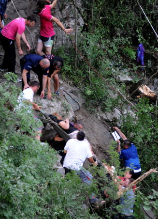 Autocar cu romani prabusit in Muntenegru: Repatrierea - marti, zi de doliu - miercuri