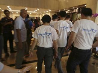 Avion prabusit in Oceanul Indian: Disperare in familiile victimelor