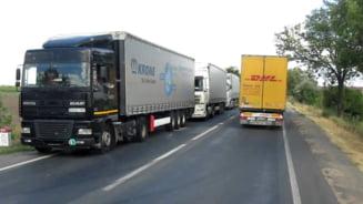 Bloomberg: Camioanele evita vacile de pe soselele Romaniei, drumurile proaste atarna de gatul PIB