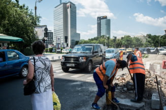 Bloomberg: Adio, cizme de cauciuc? Romania, intre prezidentiale si testul fiscalitatii