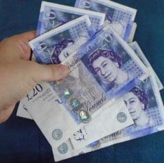 Brexit: Lira continua picajul