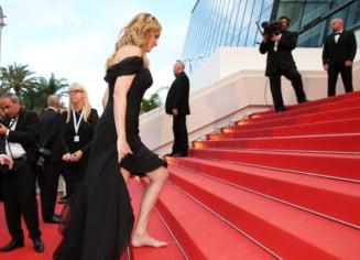 Cannes 2016: Julia Roberts, protest pe covorul rosu - ce a facut actrita (Video)