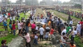 Cladire prabusita in Bangladesh: Papa Francisc acuza conditiile de munca
