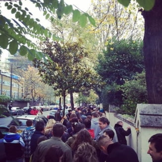 Cozi uriase la vot in diaspora: Proteste la Paris si curcubeu la Munchen (Video & foto)